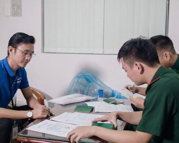 HAI AU CLIP TONG .00_48_33_19.Still022